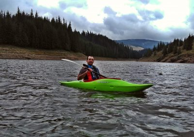 Caiac pe Lacul Belis
